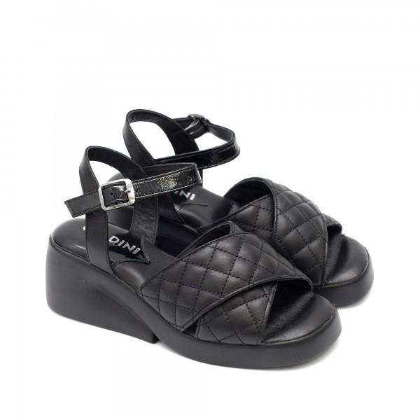 Елегантни дамски сандали от естествена кожа и лак в черен цвят и модерно ходило-1618