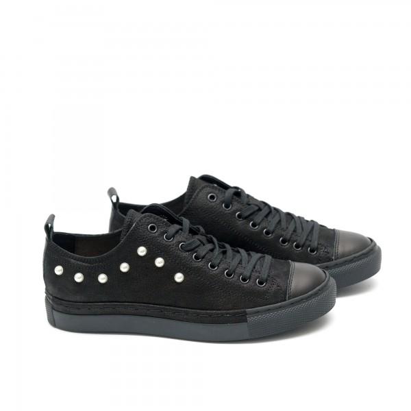 Дамски обувки от естествена кожа черни с перли - 69