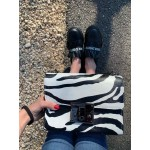 Дамска малка чанта от еко кожа зебра-в1115