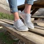 Дамски обувки от естествена кожа криспи в бяло с лазерна перфорация-1180
