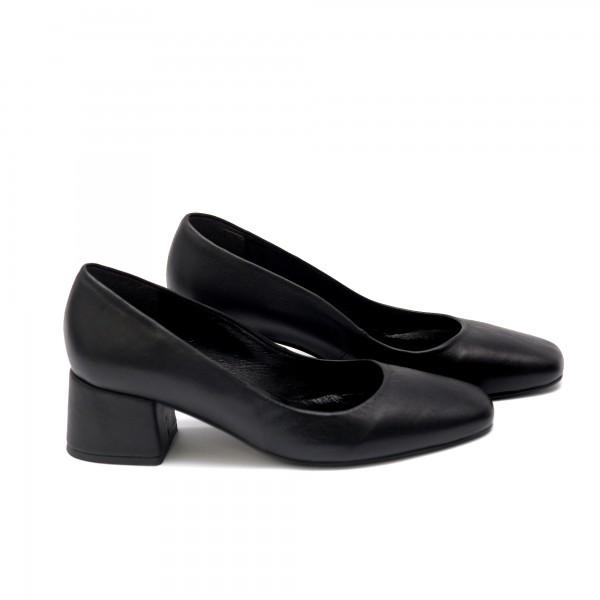 Дамски обувки от естествена кожа черни - 72
