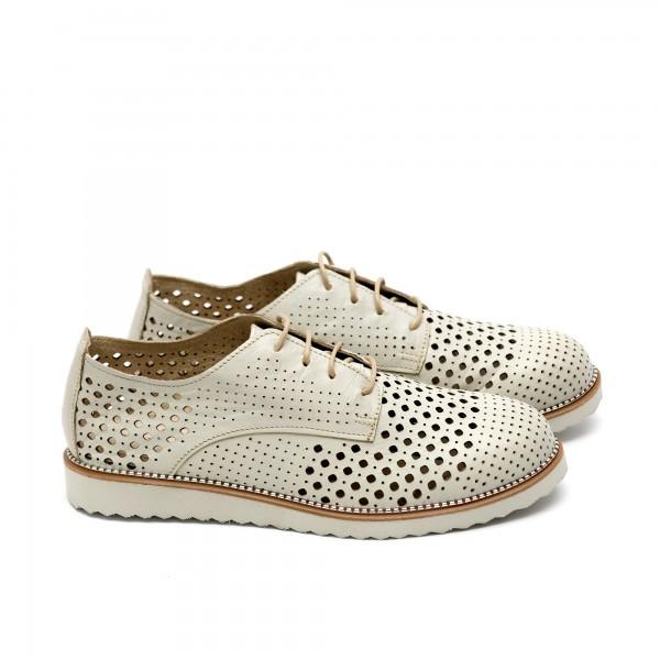 Дамски обувки от естествена кожа бежови с перфорация - 207
