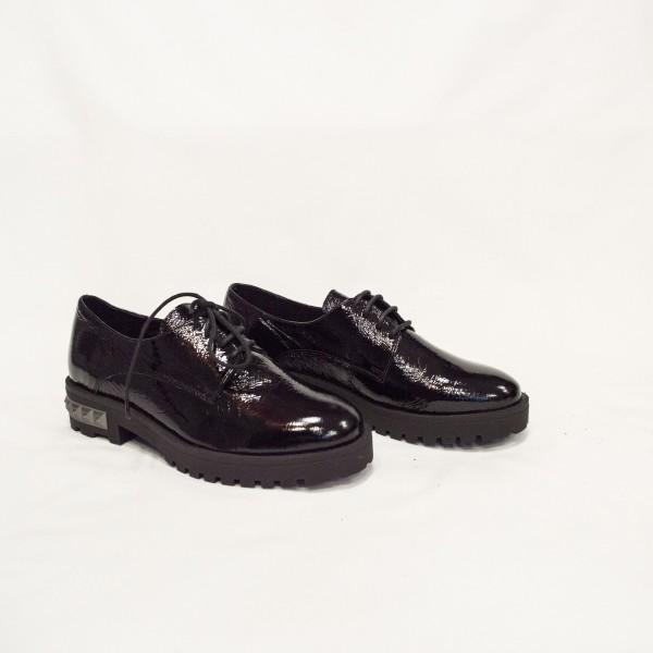 Дамски обувки от естествен лак черни - 105